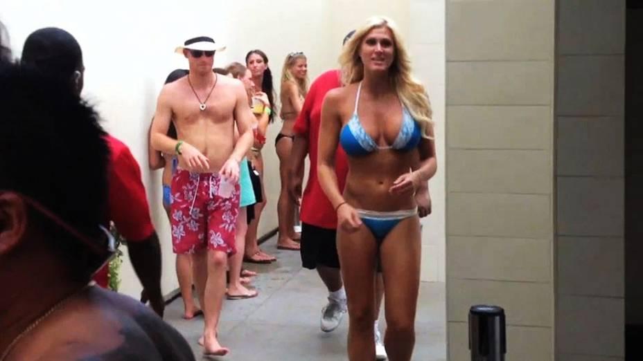 Príncipe Harry visto em festa com mulheres em Las Vegas