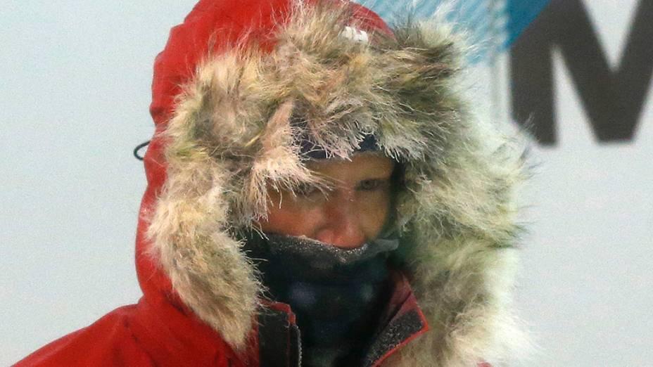 Príncipe Harry realiza treinamento em uma câmara fria em Nuneaton, na Inglaterra como parte da preparação de uma expedição ao Pólo Sul programada para novembro
