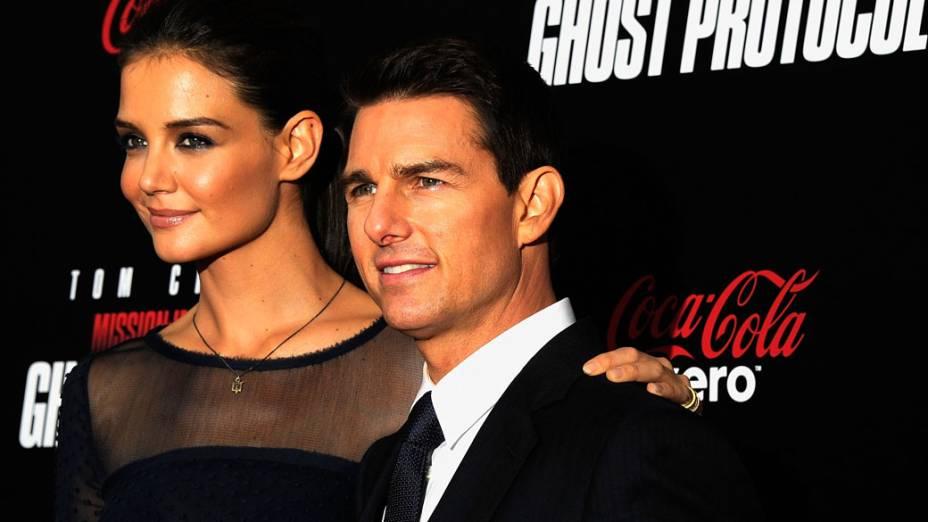 """Katie Holmes e Tom Cruise participam da estreia do filme """"Missão: Impossível - Protocolo Fantasma"""" no Teatro Ziegfeld, Nova York em dezembro de 2011"""