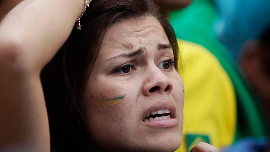 Torcedora assiste ao jogo entre Brasil e Alemanha, em São Paulo