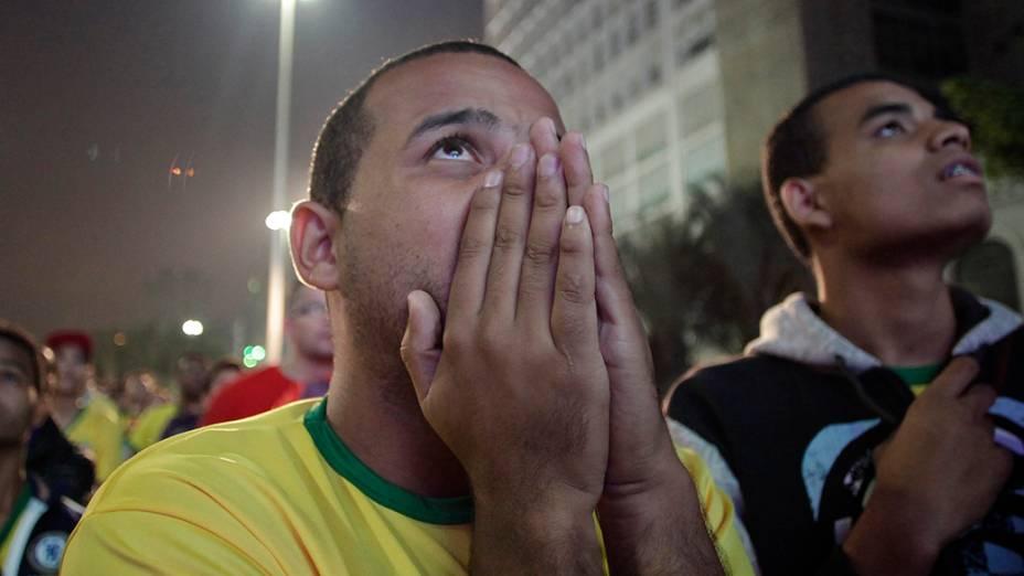 Torcedor assiste ao jogo entre Brasil e Alemanha, em São Paulo