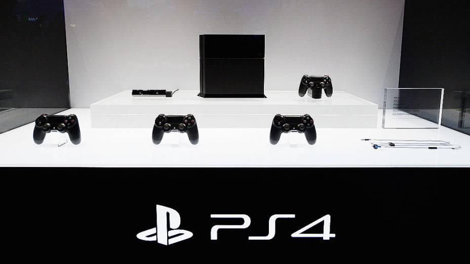 Playstation 4 em exibição no estande da Sony durante a feira de games E3, em Los Angeles