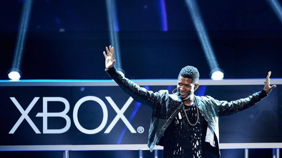 Cantor Usher durante apresentação do jogo Dance Central 3 para Xbox, em conferência de imprensa da Microsoft  na Electronic Entertainment Expo, Los Angeles