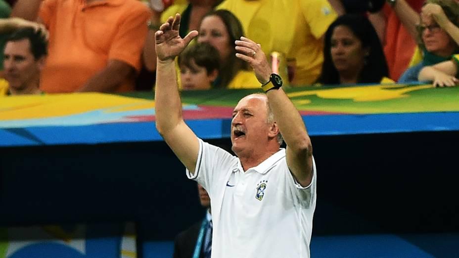 O técnico Luiz Felipe Scolari reage ao gol da Holanda contra o Brasil, no Mané Garrincha em Brasília