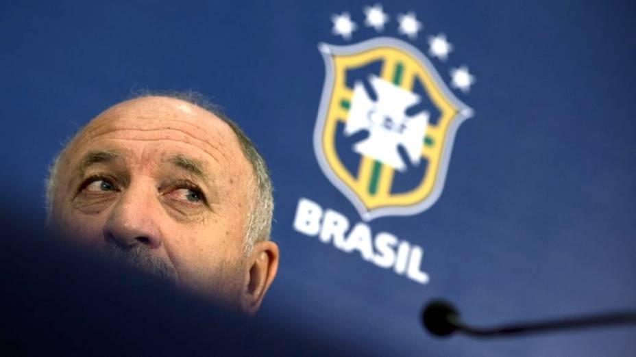 O técnico Luiz Felipe Scolari em entrevista coletiva na véspera de sua reestreia pela seleção, no amistoso contra a Inglaterra, em Wembley