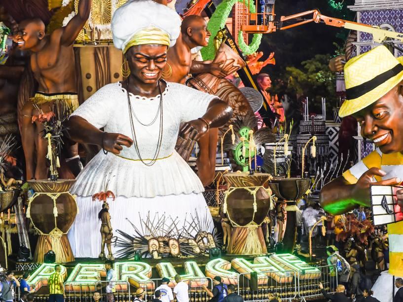 A Unidos do Peruche se prepara para desfilar no segundo dia do Grupo Especial do carnaval de São Paulo, no Anhembi