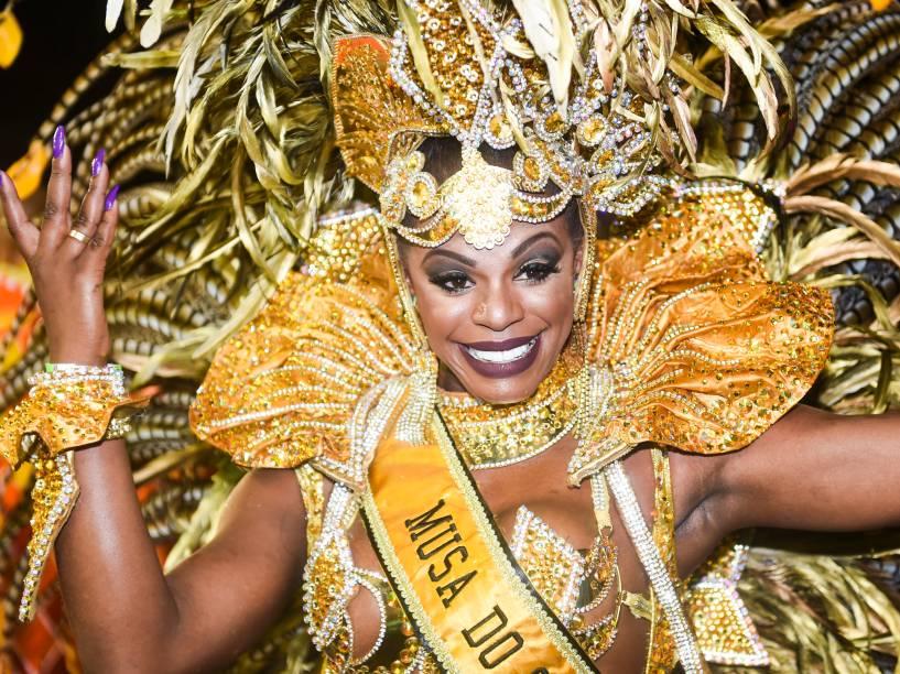 Musa da Unidos do Peruche, Michelle Tobias, durante o segundo dia de desfiles do carnaval do Grupo Especial de São Paulo, no Anhembi