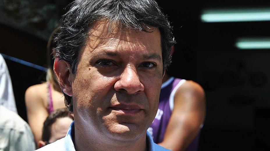 O candidato à prefeitura de São Paulo pelo PT, Fernando Haddad durante carreata em Cidade Tiradentes, em São Paulo (SP), em 10/10/2012