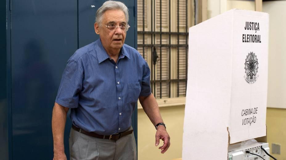 Ex Presidente da república Fernando Henrique Cardoso comparece ao colégio Sion, em Higienópolis para votar durante as eleições em São Paulo