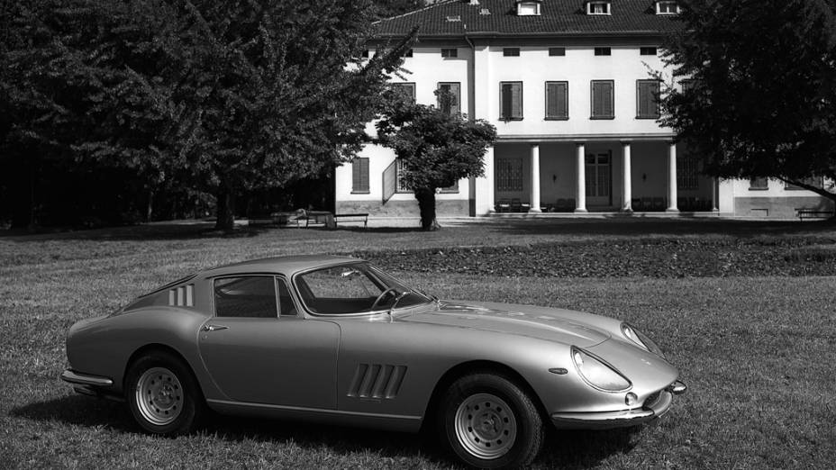 Produzida entre 1964 e 1968, a Ferrari 275 era um GT de dois lugares com dois bancos pequenos atrás e um potente V12 3.3 na frente