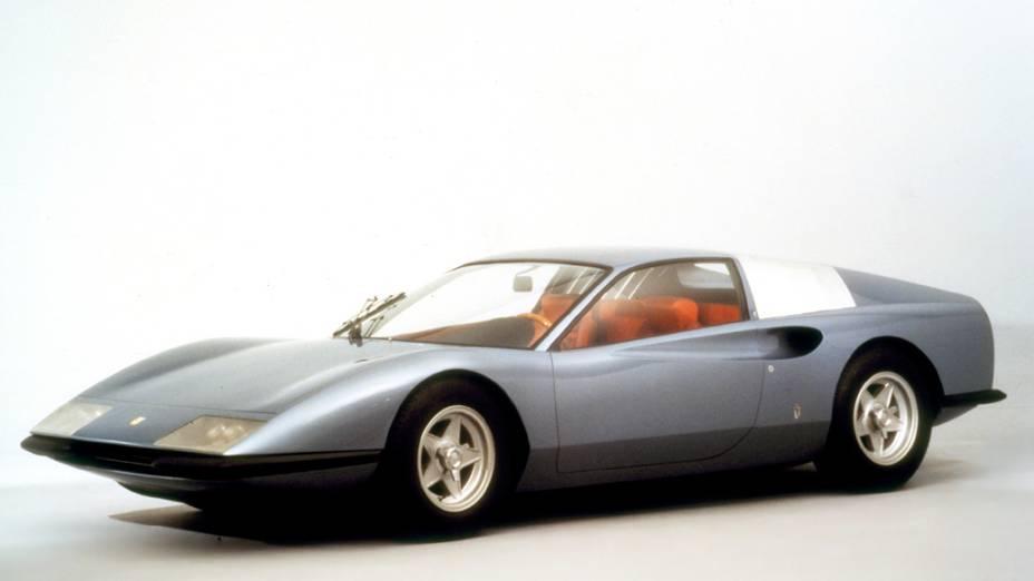 O protótipo P6, revelado no Salão de Turim de 1968, era um cupê com um poderoso V12 3.0, central, de 500 cv. Ele serviu de base para o 365 Berlinetta Boxer, apresentado em 1971
