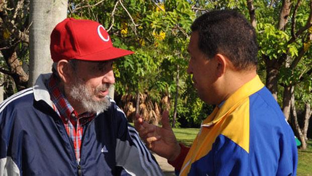 Os ditadores Fidel Castro, eterno caudilho de Cuba, e Hugo Chávez, da Venezuela: regimes siameses