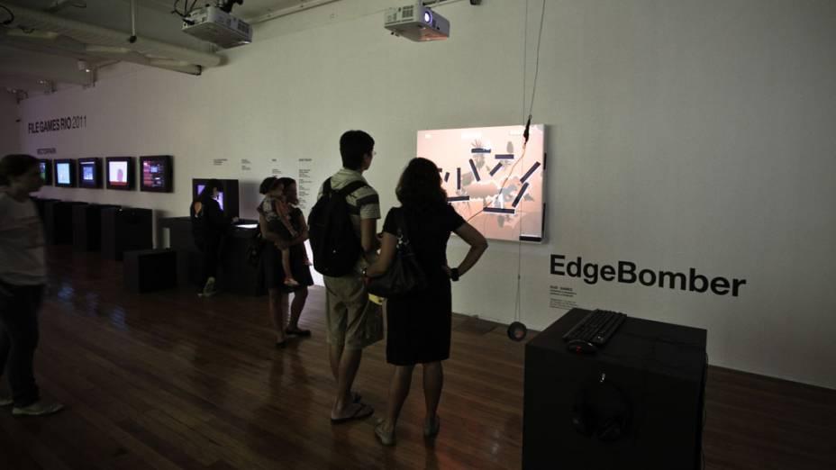 Edge Bomber (Germany): jogo eletrônico onde personagens interagem com um cenário construído a partir de fitas