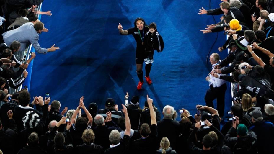 Ma'a Nonu, jogador do All Blacks, comemora após a final da Copa do Mundo de Rúgbi 2011, na Nova Zelândia