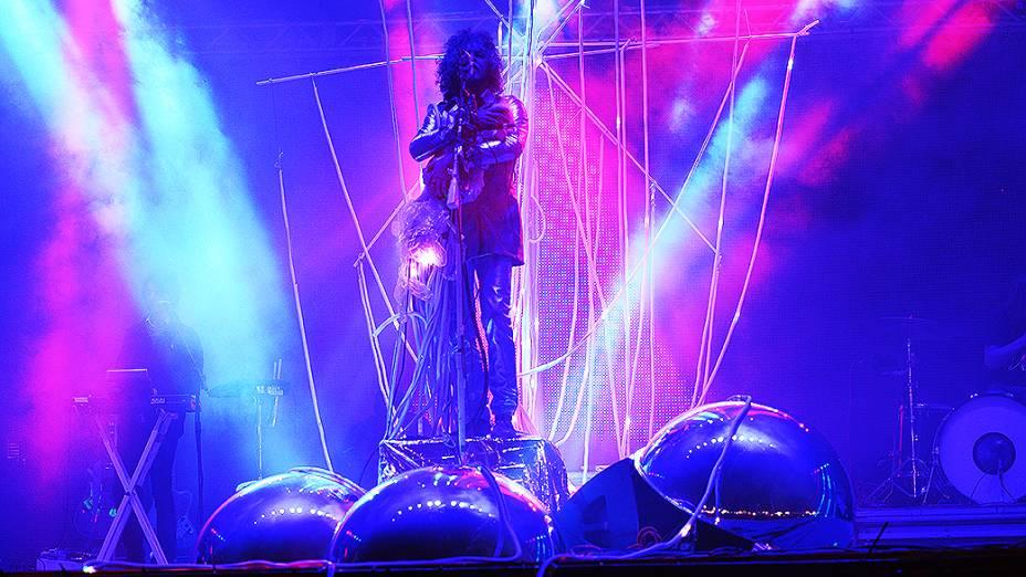 Vocalista Wayne Coyne subiu ao palco do Lollapalooza com uma boneca nos ombros