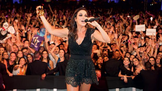 Ivete Sangalo canta na festa do Direito da PUC, a mais cara já feita no Brasil