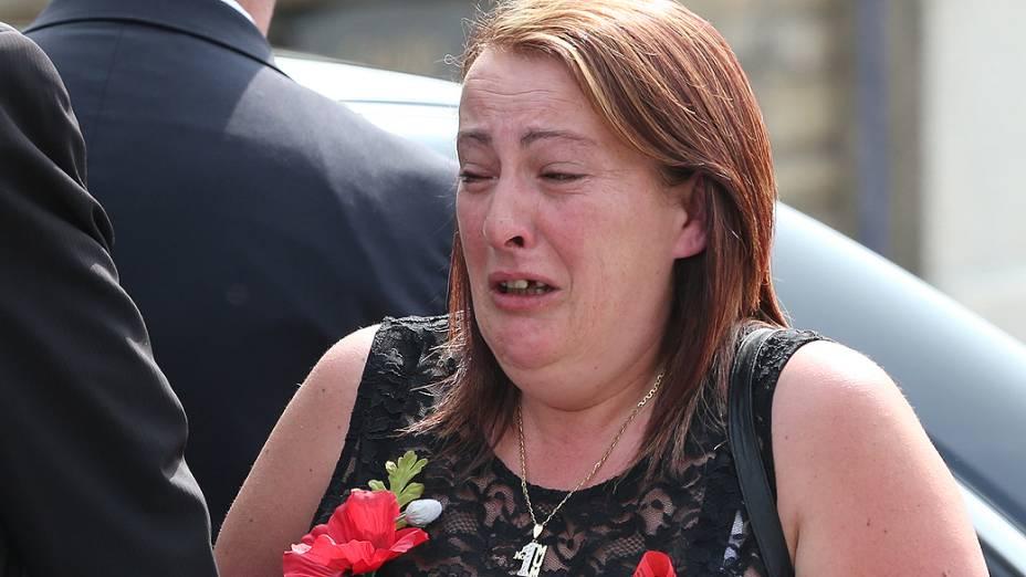 Lyn Rigby durante o funeral de seu filho, o fuzileiro Lee Rigby, morto em maio, após ser atacado por dois homens em Woolwich