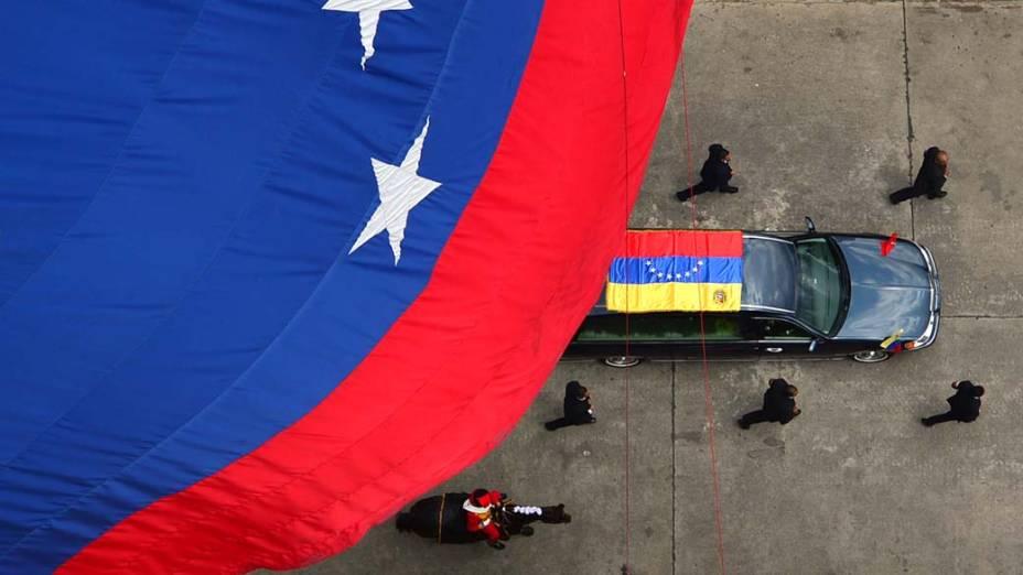 Cortejo fúnebre de Hugo Chávez pelas ruas da capital Caracas