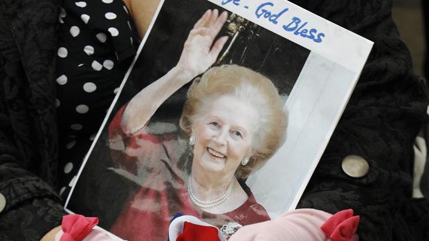 Público assiste cortejo fúnebre da ex-primeira-ministra britânica Margaret Thatcher, em Londres