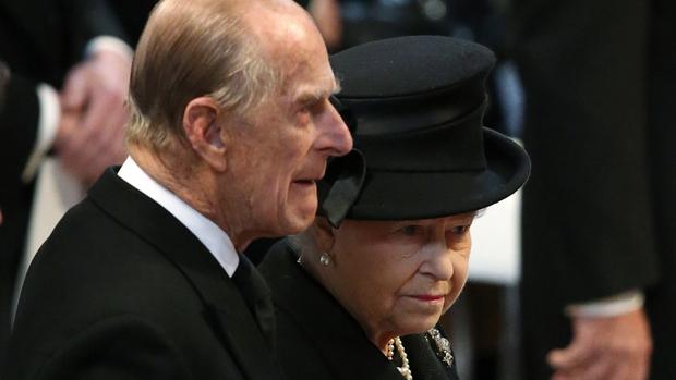 Príncipe Philip e a rainha Elizabeth II no funeral de Margaret Thatcher, em Londres