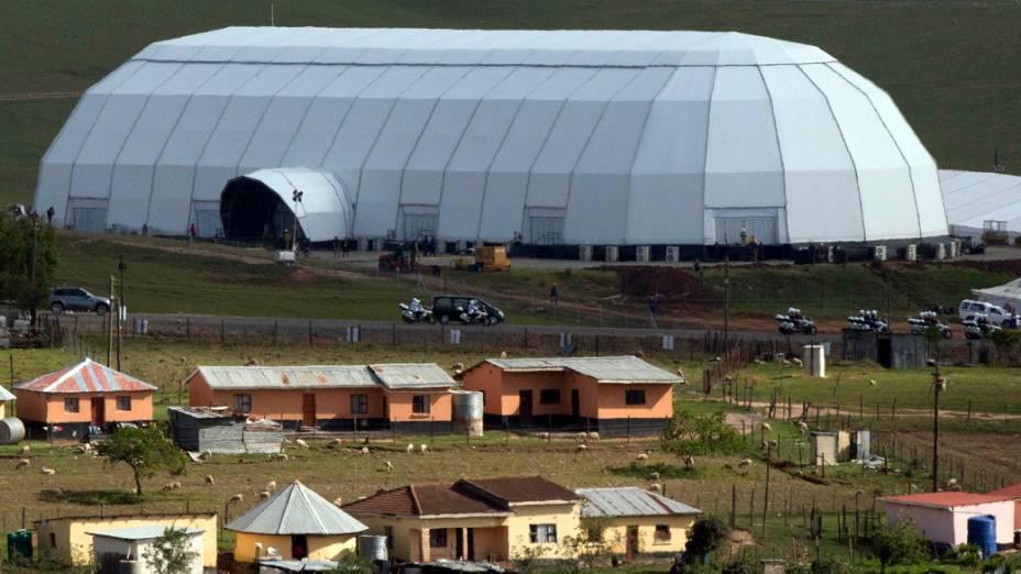 Estrutura montada na casa onde será enterrado o ex-presidente sul-africano