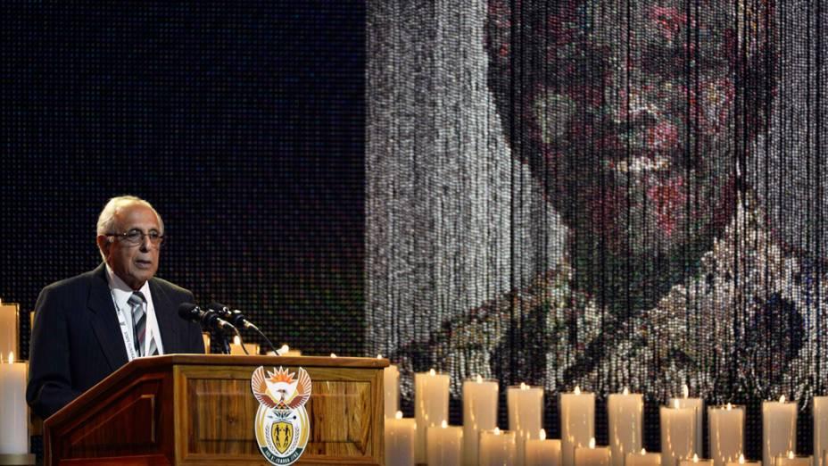 Ahmed Kathrada, amigo de Nelson Mandela, durante funeral do ex-presidente sul-africano