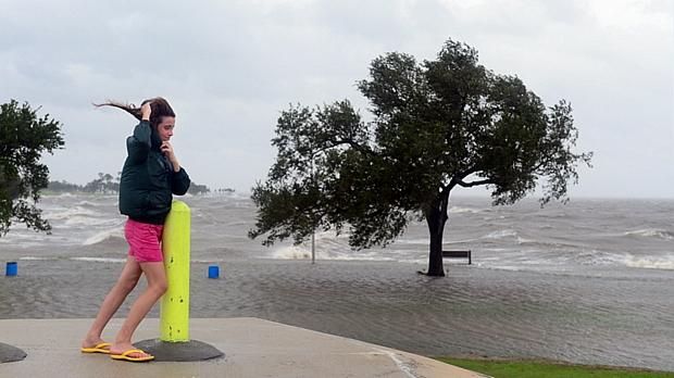 Furacão Isaac provoca ventos de até 130 km/h em Nova Orleans