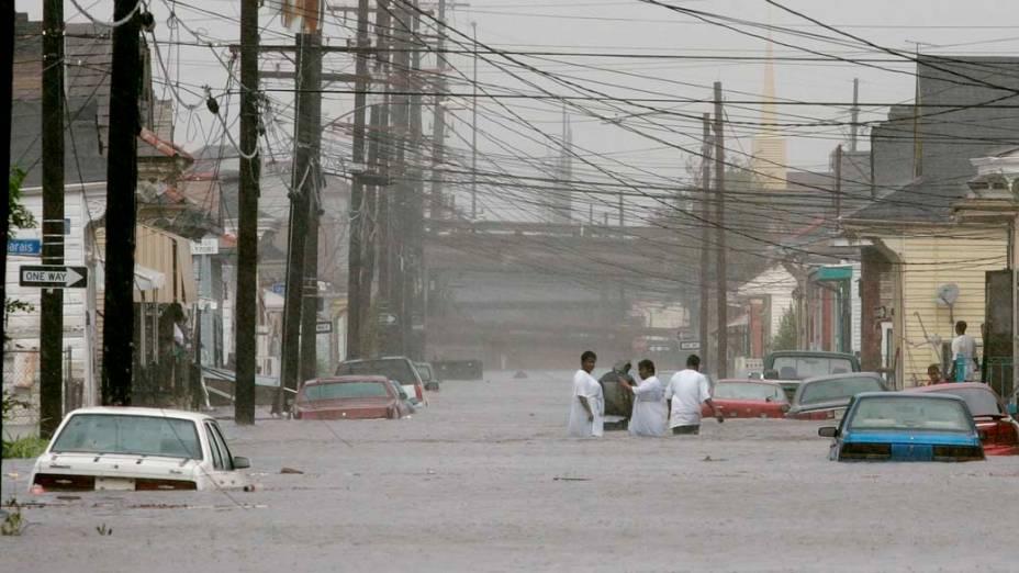 Ruas de Nova Orleans após o Furacão Katrina, em 29 de agosto de 2005