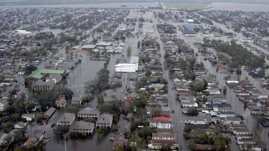 Vista aérea sobre Nova Orleans após o Furacão Katrina, em 29 de agosto de 2005