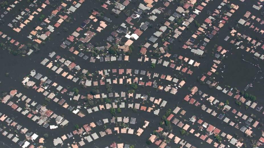 Vista aérea de região alagada de Nova Orleans após o Furacão Katrina, em 29 de agosto de 2005