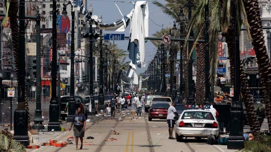 Canal Street, uma das principais ruas de Nova Orleans, após o Furacão Katrina, em 31 de agosto de 2005