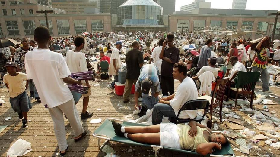 Desabrigados em Nova Orleans após o Furacão Katrina, em 2 de setembro de 2005