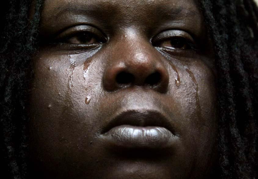 Sobrevivente do Furacão Katrina chora ao ver sua casa destruída em Nova Orleans, em 5 de setembro de 2005