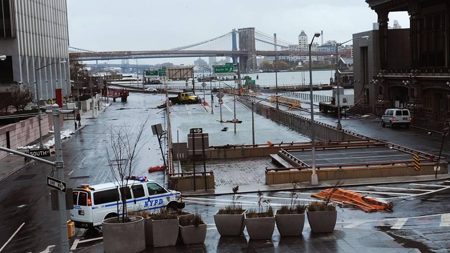 Túnel de Battery Park, no Brooklyn, em Nova York, ficou totalmente inundado