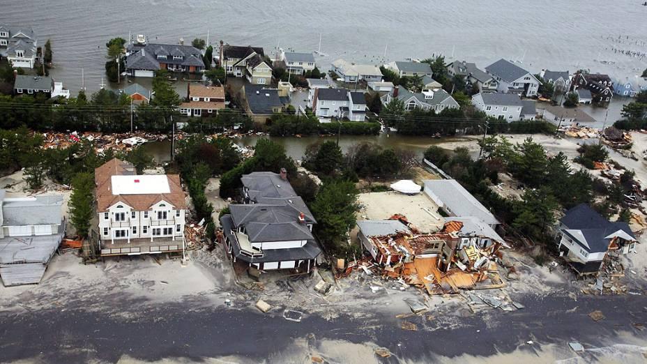 Imagem divulgada nesta quarta-feira (31) pela Força Aérea norte-americana, mostra a costa de Nova Jersey atingida pela tempestade Sandy