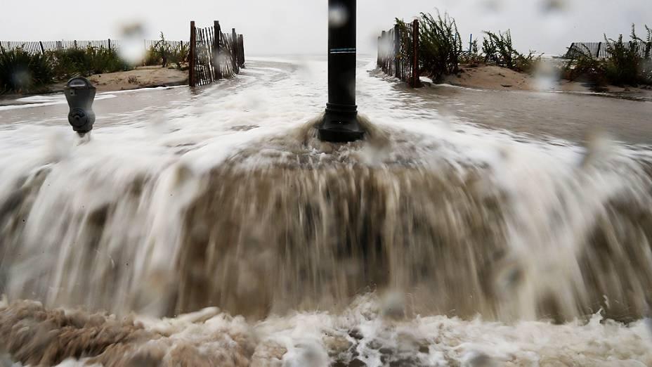 Furacão Sandy: Avenida inundada na praia de Cape May, New Jersey (EUA)