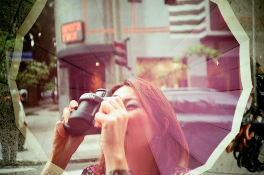 Foto tirada por uma câmera Lomo capaz de expor duas imagens em um mesmo negativo