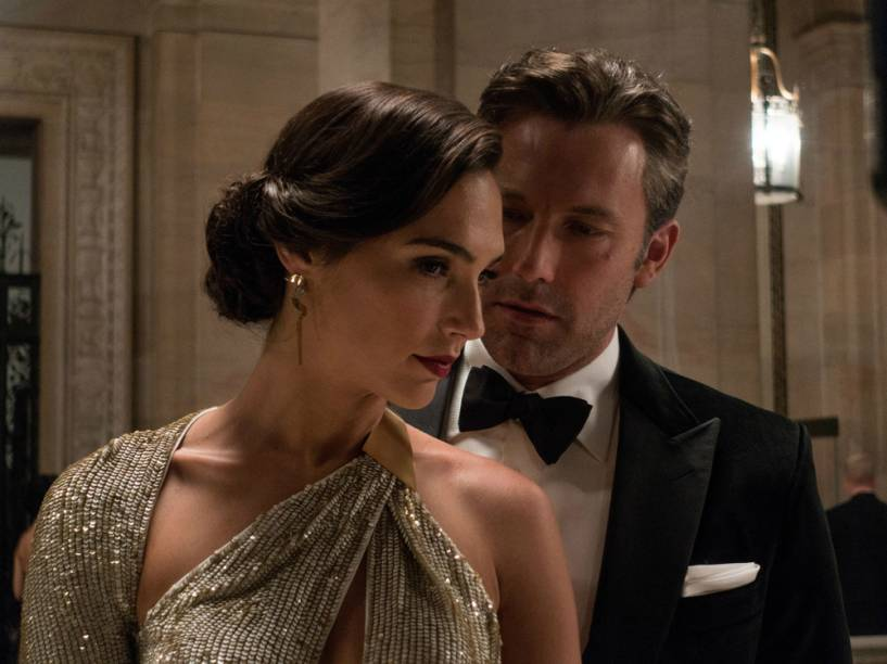 Gal Gadot, a Mulher Maravilha, e Ben Affleck, o Batman, no filme Batman vs. Superman - A Origem da Justiça