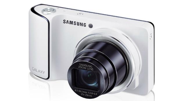 A Galaxy Camera pode se conectar às redes 3G, permitindo que o usuário compatilhe imagens através da rede de telefonia celular