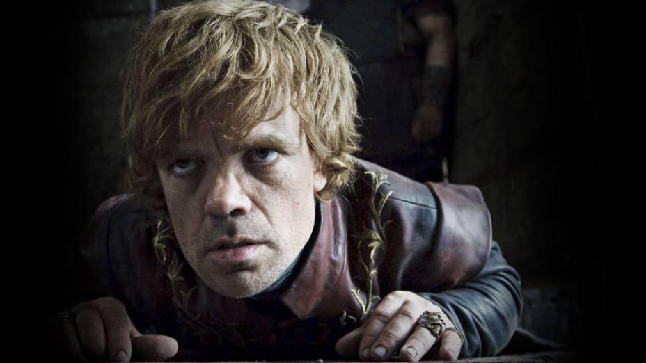O astuto Tyrion (Peter Dinklage, As Crônicas de Nárnia - Príncipe Caspian) é o caçula dos Lannisters. O anão teve que se intelectualizar por não ter os mesmos dotes físicos do irmão mais velho, Jaime. Por causa disso, sua sagacidade serve para deixá-lo em uma posição favorável do jogo dos tronos