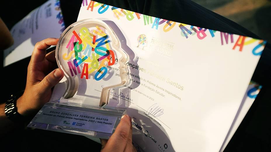Troféu do Prêmio Jovens Inspiradores