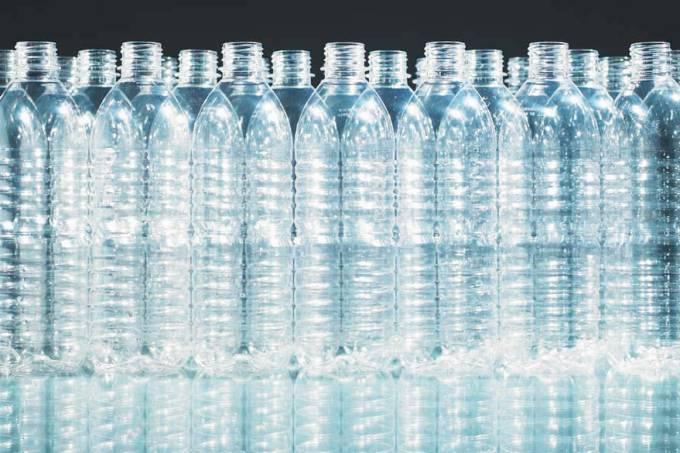 garrafas-plastico-agua-original.jpeg