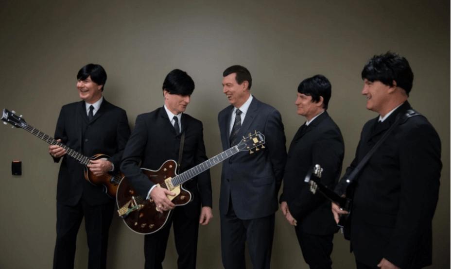 Em 2014, Gary Kelly (à esquerda), presidente da companhia aérea Southwest Airlines, encarnou Paul McCartney, dos Beatles