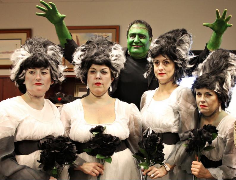 Em 2011, Gary Kelly, presidente da companhia aérea Southwest Airlines, vestiu-se de Frankenstein
