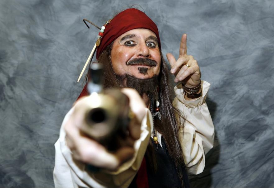 Em 2006, Gary Kelly, presidente da companhia aérea Southwest Airlines, vestiu-se de Jack Sparrow, personagem da série de filmes Piratas do Caribe