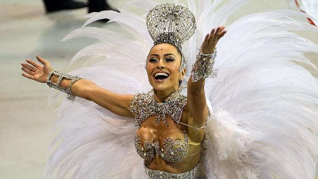 A apresentadora Sabrina Sato no desfile da Gaviões