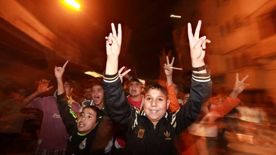 Garotos palestinos comemoram cessa-fogo em Gaza