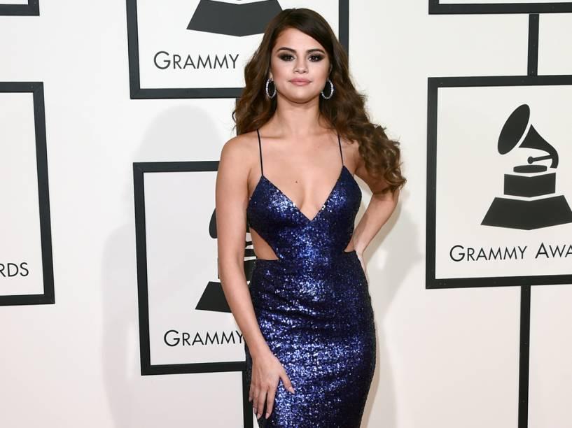 Selena Gomez no tapete vermelho do Grammy 2016