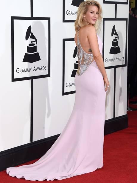A cantora Ellie Goulding no tapete vermelho do Grammy 2016