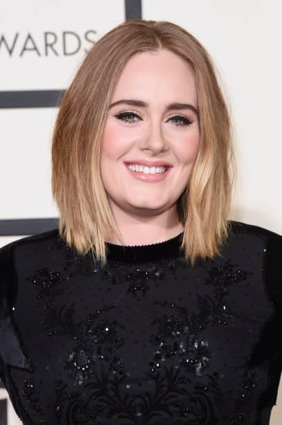 A cantora britânica Adele no tapete vermelho do Grammy 2016